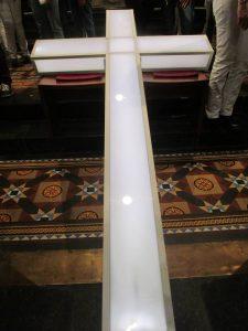 Het kruis wordt na afloop door de jongeren naar Nieuwkoop gebracht.